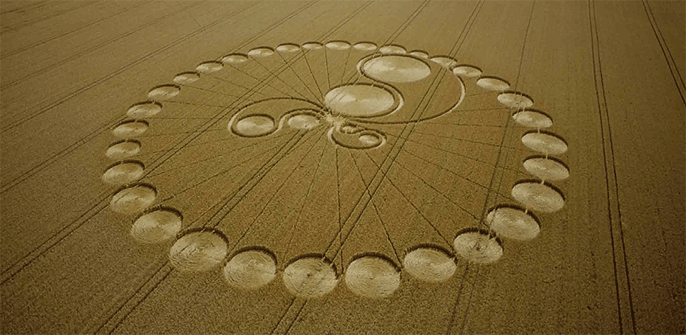 """crop circles essay Crop circles despite sensational claims of alien visitors making patterns in british wheat fields  science fiction writer pournelle offers commentary, background, and a nice essay by astronomer david morrison entitled """"velikovsky at 50"""", which updates some of sagan's 1974 arguments."""