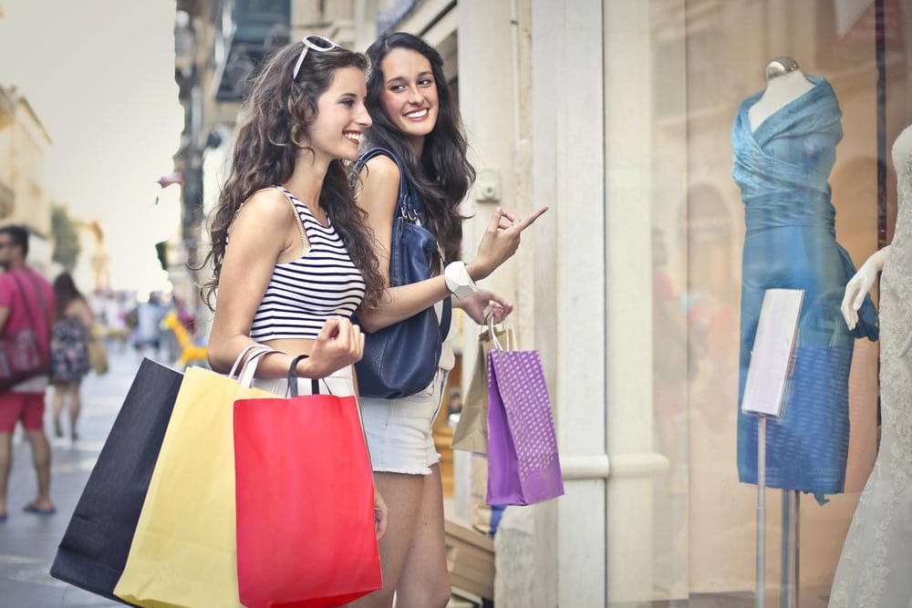shopping-in-store-brick-and-mortar